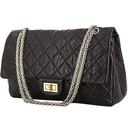 425d82cdb7 Le modèle 2.55 fait référence au mois et à l'année de la création du sac  par Coco Chanel : février 1955. Il est né du désir de créer un sac à la ...